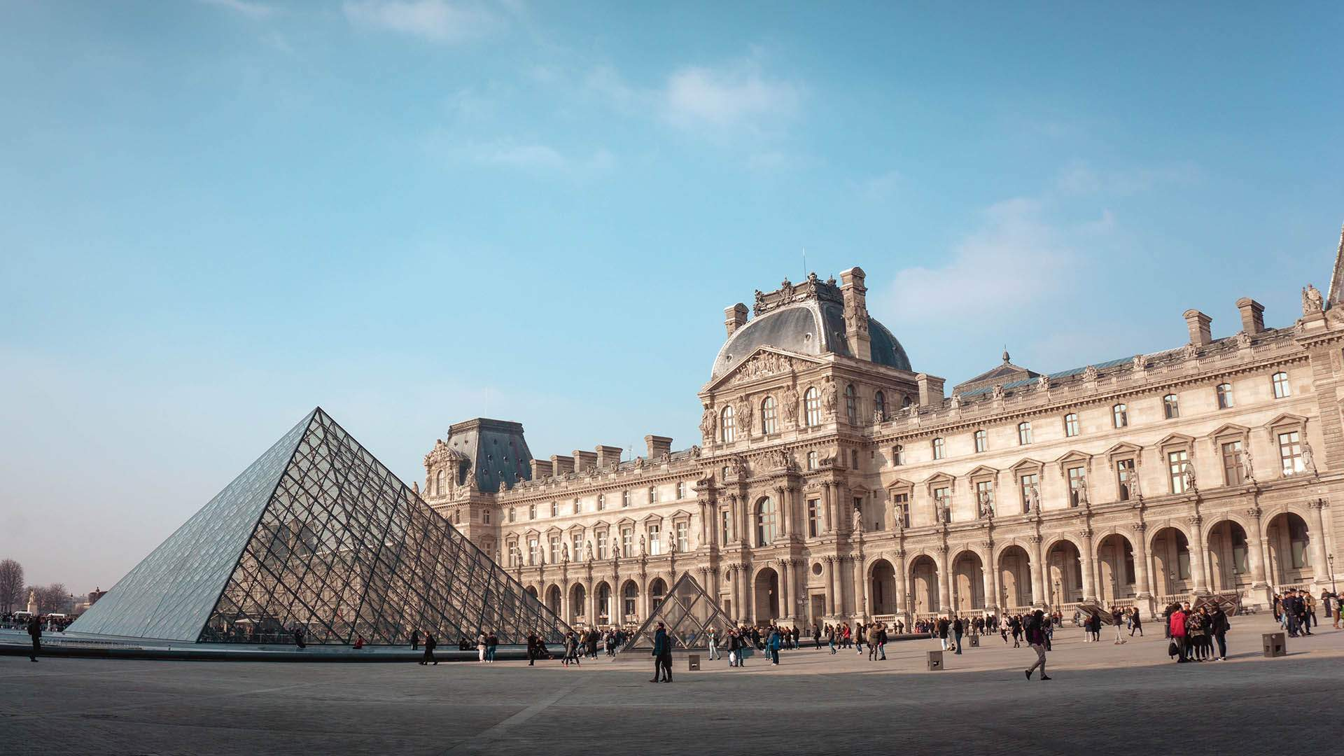 You Can Now Buy Perfumes Inspired by The Louvre's Famous Artworks